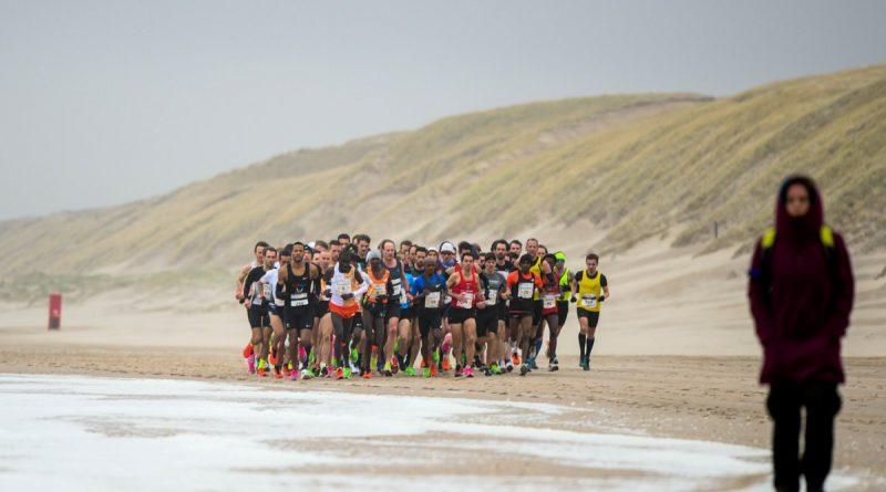 Kopgroep bij de halve marathon van Egmond 2020