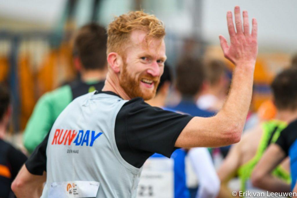 Egmond halve marathon 2020 zwaaien naar Erik van Leeuwen